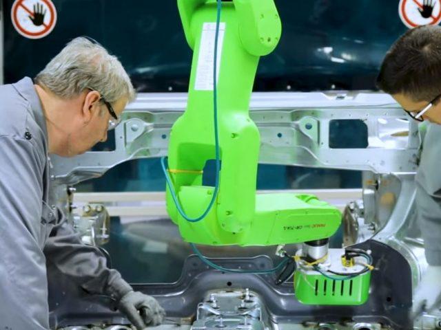 Comment les cobots contribuent-ils à améliorer la performance industrielle ?